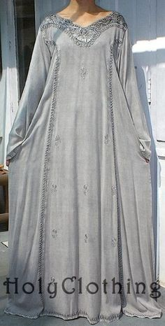 Love this Romeo & Juliet gown! (and everything from Holy Clothing). | A silver-grey robe with mithral embroidery