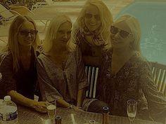 Happy Girlfriends..Maganosc