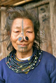 "Femme ""Apatani""  (Inde Himalayenne)"