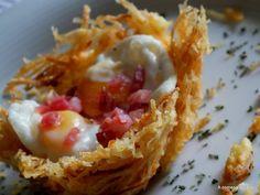 Mucho nombre tiene esta receta, pero en definitiva no es más que huevos fritos con patatas y jamón, pero presentados de una manera difere...