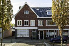"""Hartje #Heemstede    Royaal en oerdegelijk gebouwde #30'er jaren hoekwoning met flinke, zonnige tuin (west, 14m), centraal gelegen in de dorpskern nabij winkelcentrum """"Binnenweg""""."""
