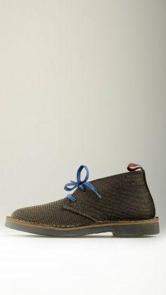 Laminated dark chocolate desert boots