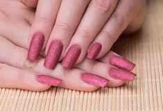 This feminine reddish sand nail art looks great on long nails. This sand finish nail art is done by applying matte red polish with glitters. A matte top coat gives it the perfect matte finish.Styling Tips Simple Nail Art Designs, Easy Nail Art, Cool Nail Art, Nail Designs, Matte Nail Art, Pink Nail Art, Yellow Nails, Colorful Nails, Sand Nails