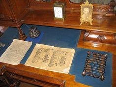 """El escritorio donde FMD escribió """"Los hermanos Karamazov"""" tal y como quedó el día de su muerte."""