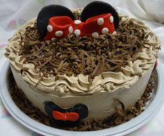 Bolo de Chocolate da Minnie - Minnie Mouse Chocolate Cake - www.docemeldoces.com