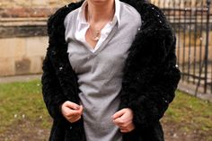 Black fur coat outfit http://www.outfitmania.cz/blog/fur-coat.html