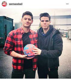 """58 Beğenme, 1 Yorum - Instagram'da Supernatural (@supernatural_bigfans): """"Rock star @officialkaleo @jensenackles 's friend visit #supernatural set & hang out w #spnfamily…"""""""