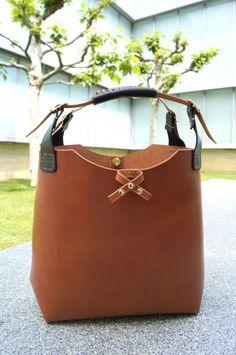 Tote Bag marrón retro. Elaborado en piel de vacuno y por BagsOnly