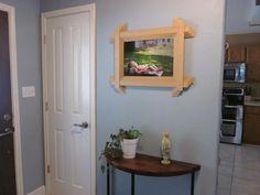 Você consegue uma linda moldura se você reaproveitar uma persiana quebrada (Foto: domesticimperfection.com)