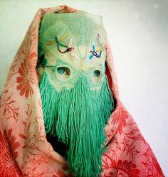 Damselfrau is Norwegian artist Magnhild Kennedy; a craftswoman and mask maker Textiles, Living Puppets, Art Textile, Totems, Art Plastique, Headgear, Oeuvre D'art, Costume Design, Wearable Art
