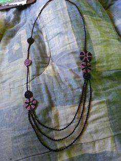 Collar con  círculos lila y Negro