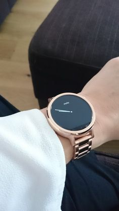 I have been waiting a long time for a smartwatch that looks and feels like a ladies watch rather than the clunky masculine devices that have been out there in the past. My hope that the Moto 360 Ge…