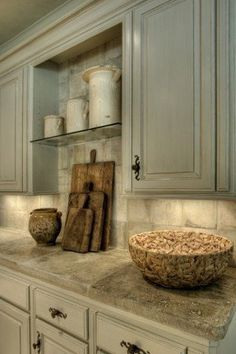 colors, decor, kitchen, trim, whitewashed oil rubbed cabinets, tumbled travertine