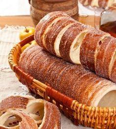 Imádod a kürtőskalácsot, de eddig nem tudtad, hogy miképp készíthetnéd el? Íme egy isteni, házi recept, amelyből akár otthon, a konyhádban is kisütheted a kalácsod.… Cannoli, Chimney Cake, Graham, Sweet Cooking, Bakery Recipes, Bread Recipes, Hungarian Recipes, Frozen Meals, Gourmet