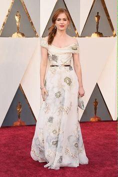 Isla Fisher y así luce en la alfombra roja de los #Oscars2016