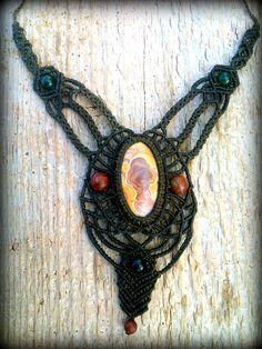Collar de macrame hecho a mano con piedra natural Jaspe por Nogyan