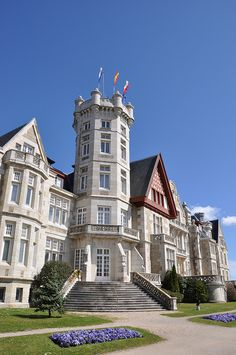 Gran Hotel - Palacio de la Magdalena Santander Cantabria Spain. Fue construido en 1908 para proveer un lugar vacacional pare el Rey Alonso XIII.