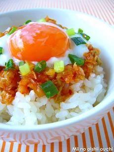 「早うま!温玉キムチ丼 」レシピ|みんなの朝ごはん・朝食レシピ:朝時間.jp