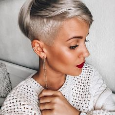 15 trendy fall hair colors for black women pixie cut Women Pixie Cut, Short Hair Cuts For Women, Short Hair Styles, New Short Hairstyles, Black Women Hairstyles, Short Haircuts, Latest Haircuts, Girl Hairstyles, Blonde Pixie