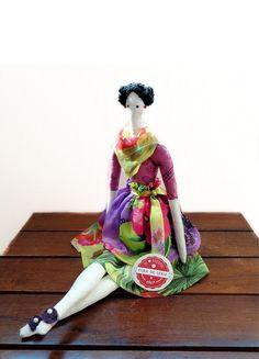 Boneca estilo Tilda com o toque original e exclusivo Casulo dos Fios.