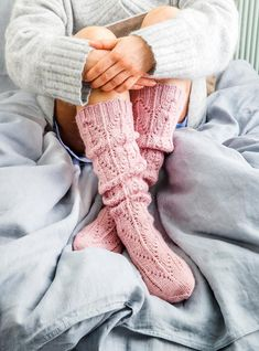 This particular photo is an extremely inspirational and great idea Lace Socks, Crochet Socks, Knit Or Crochet, Knitting Socks, Hand Knitting, Knit Socks, Knitted Gloves, Cozy Fashion, Fashion Socks