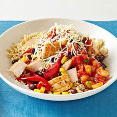 Flat Belly Foods: 400-Calorie Lunch Recipes: Baja-Style Chicken Bowl Heat 1 teaspoon olive oil in a medium skillet over medium heat. Sautu00e9 1/2 cup thinly sliced red bell pepper, 1/4 cup frozen corn, 1/4 cup black beans, and 2 ounces diced cooked chicken 5 minutes; season with salt and pepper to taste. Spoon chicken mixture over 1/2 cup cooked brown rice and top with 1/4 cup salsa and 2 tablespoons shredded Monterey Jack.
