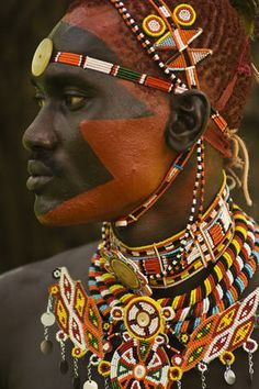 The colors of Africa. The Samburu are a Nilotic people of north-central Kenya that are related to but distinct from the Maasai. Cultures Du Monde, World Cultures, Tribu Masai, Population Du Monde, Arte Tribal, Tribal People, African Tribes, African Culture, African History