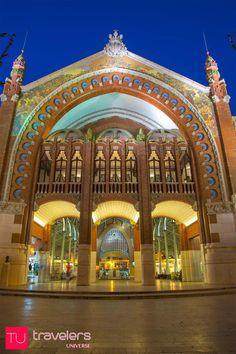 30 Places to visit in Valencia - Mercado de Colon © Travelers Universe