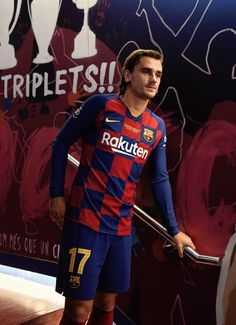 football is my aesthetic (Posts tagged fc barcelona) Antoine Griezmann, Neymar Barcelona, Barcelona Football, Best Football Players, Soccer Players, France National Football Team, Fifa, Fc Barcelona Wallpapers, Messi Fans