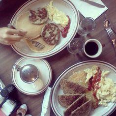 によるInstagramの写真ficklekitten - Breakfast w/nochi at Chace's Pancake Carral