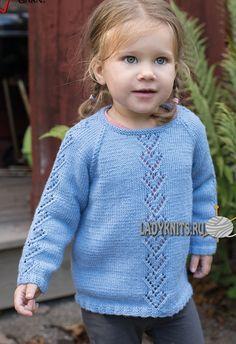 Вязаный спицами джемпер реглан с «сердечками» для девочки от рождения до 4 лет