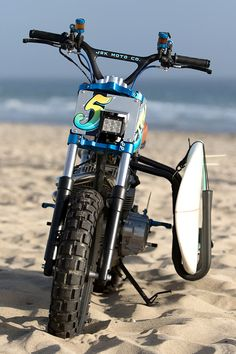 At first glance, Taiwan and California would seem to be world's apart. But when you've spent your childhood in the East and now live on the West Coast, we guess the two just might cross-pollinate in some pretty unexpected ways. And for JSK Moto's Samuel Kao, that mix was the guiding light for his latest build, a Honda Beach Scrambler with more than a little Taiwan built right in., http://www.pipeburn.com/home/2017/09/04/help-help-honda-jsk-motos-surfin-250-honda-rebel-scrambler.html