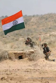 भारतीय सेना के जवान, भारतीय राष्ट्रीय ध्वज को लहराते हुए..... Indian Flag Wallpaper, Indian Army Wallpapers, 15 August Independence Day, Independence Day Images, Picsart Background, Background Images, National Flag India, 15 August Images, Indian Flag Images