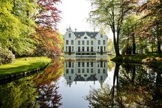 This but a little more central :) Wedding Locations, Wedding Venues, Beautiful Homes, Beautiful Places, Holland Netherlands, Event Venues, National Parks, Backyard, Exterior