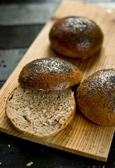 buns for burgers, whole wheat bread Yeast Bread, Bread Baking, Quick Bread, How To Make Bread, Baking Recipes, Healthy Recipes, Burger Buns, Burgers, Home Bakery