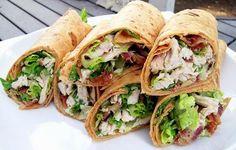 De wraps met kip en fetakaas zijn zeer geschikt om tijdens een feestje te serveren. Natuurlijk kun je de wraps ook als lunch mee naar je werk nemen.