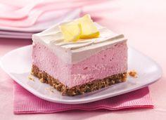 Fluffy Pink Lemonade Dessert with Pretzel Crust Köstliche Desserts, Summer Desserts, Delicious Desserts, Dessert Recipes, Yummy Food, Dessert Healthy, Elegant Desserts, Cupcake Recipes, Oreo Dessert