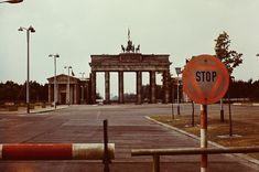 1973 Ost-Berlin - Pariser Platz mit Brandenburger Tor, Juli 1973.