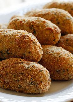 Baked Turkey Croquettes Not sure what to do with all your leftover turkey? Croquettes are a perfect way to use your leftover turkey! Turkey Croquettes, Chicken Croquettes, Croquettes Recipe, Leftover Turkey Recipes, Baked Turkey, Air Fryer Recipes, Cooking Recipes, Atkins Recipes, Dutch Recipes