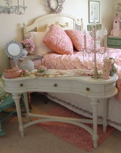 Shabby pink goodness in the bedroom