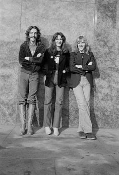 Drummer Neil Peart Bassist Geddy Lee and Guitarist Alex Lifeson from Canadian progressive rock band Rush posed in Cleveland Ohio on December 1977 Great Bands, Cool Bands, Rush Music, Rock Band Photos, Rush Concert, A Farewell To Kings, Rush Band, Alex Lifeson, Geddy Lee