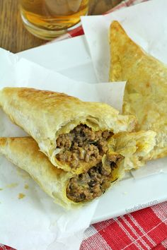 Get this easy and yummy recipe for Spicy Beef Jamaican Patties. They are simply delicious! Jamaican Beef Patties, Jamaican Patty, Jamican Recipes, Beef Pies, Smoked Beef, Flaky Pastry, Beef Patty, Caribbean Recipes, Caribbean Food