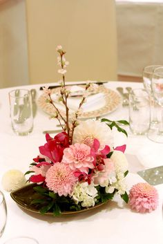 桜を添えた和の装花~早春の啓扇桜 Tropical Flower Arrangements, Tropical Flowers, Evergreen Wedding, Flower Decorations, Table Decorations, Cherry Blossom Wedding, Japanese Wedding, Japanese Flowers, Table Flowers