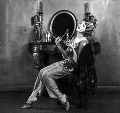 October Actress Thalia Barbarova applying perfume at her dressing table. (Photo by Sasha/Getty Images) 1920s Fashion Women, Vintage Fashion, Thalia, Roaring Twenties, The Twenties, Shower Tile Designs, New Years Eve Dresses, Fashion Designer, Jazz Age
