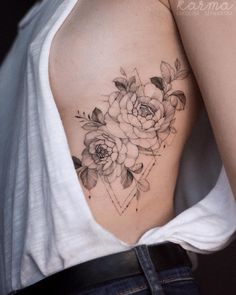 Best Tattoo Art Design Ideas To Get A New Look - Page 16 of 71 - best women style Hip Tattoos Women, Side Hip Tattoos, Sexy Tattoos, Body Art Tattoos, Cool Tattoos, Beautiful Tattoos For Women, Beautiful Flower Tattoos, Tattoo Arm Frau, Arm Band Tattoo