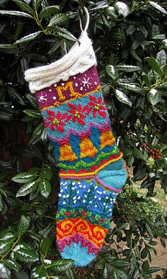 Ravelry: Spindleknitter& Stockings by Kirsten Hall Knitted Christmas Stocking Patterns, Christmas Yarn, Knitted Christmas Stockings, Christmas Knitting, Knitting Charts, Knitting Socks, Baby Knitting, Free Knitting, Knit Stockings