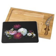 What could be lovelier than a bouquet of old fashioned flowers? This elegant cheese board displays an exquisite design of red, pink and white antique roses set off by a black background. What a lovely gift for gardeners!