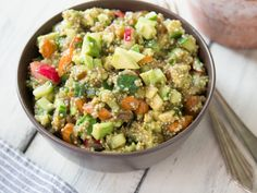 Quinoa Salat mit Avocado und Radieschen