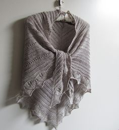 052 by maanel, via Flickr ..... pattern 'Simple Lines' by Maanel and knit in 4p;y fingering yarn. It is offered as a FREE pattern download on Ravelry. NB the errata is listed at the bottom of the Ravelry page