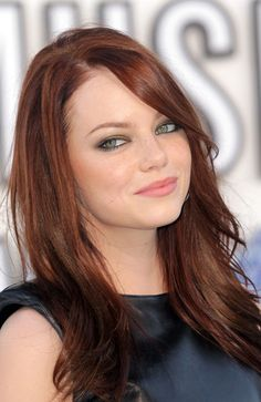 Emma+Stone's++Straight+Hairstyle+With+Bangs